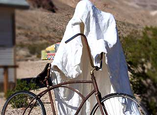 Death Valley rhyolite, ghostly sculpture